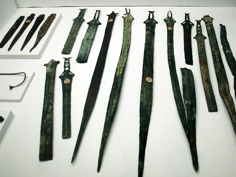 Bronze swords - the Huelva hoard